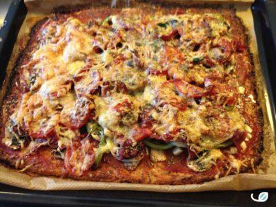 Keto ovenplaat pizza met bloemkoolkorst