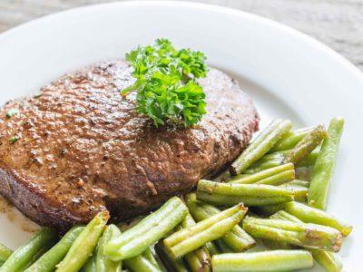 Keto steak met boontjes en roomboter