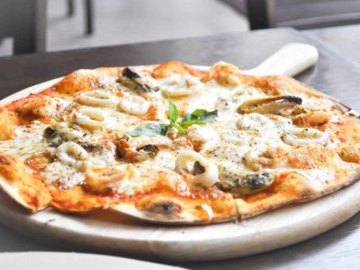 Keto pan pizza met zeevruchten