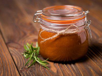Huisgemaakte suikervrije curry ketchup afb
